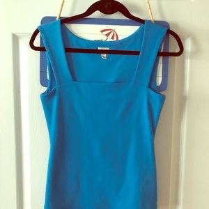 Tops - Blue tech stretch top beautiful on
